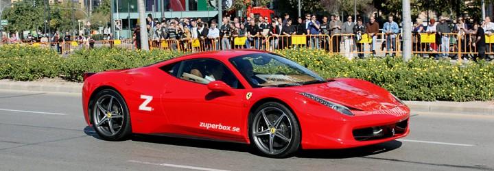 Presentkortet avser en åktur i en Ferrari
