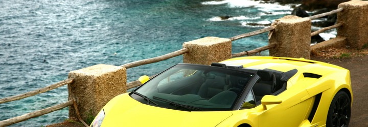 Kör Lamborghini i presentkort upplevelse 10 km